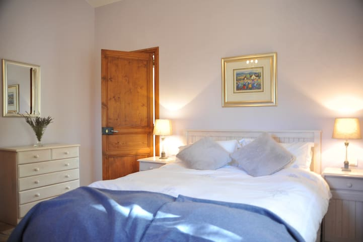 Cottage double bedroom 6