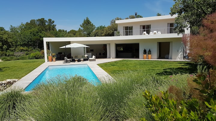 LUXURY STAY IN THE GREENERY OF PROVENCE