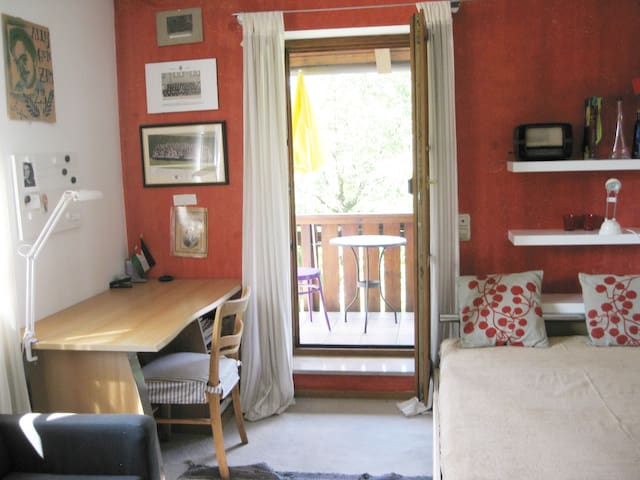 bright cosy room (16 sm) with bed 1,40 m
