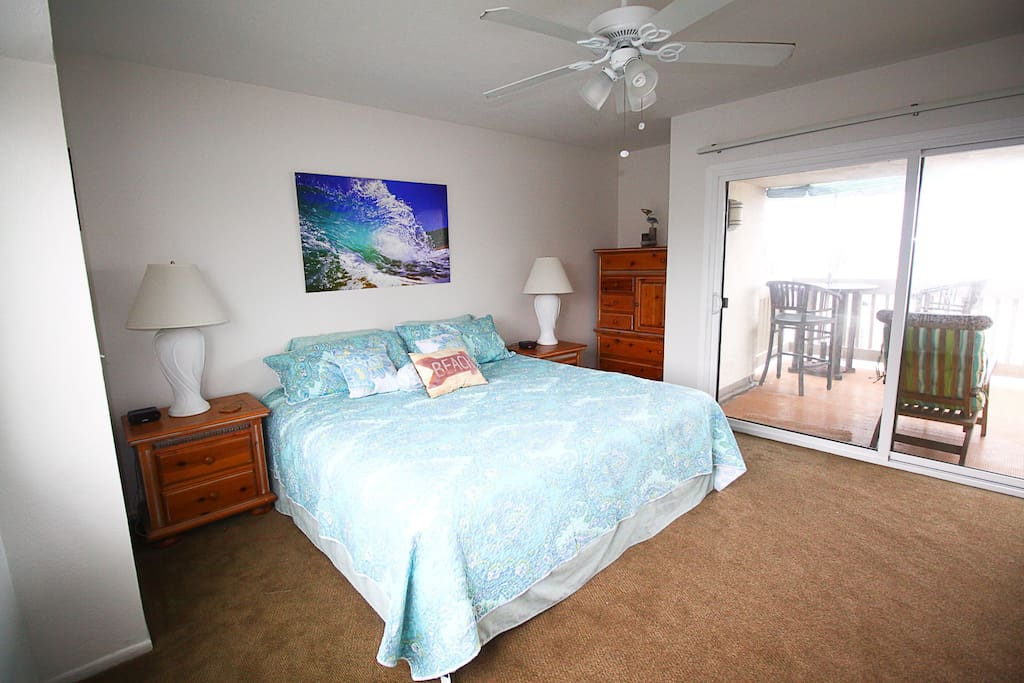 MASTER BEDROOM WITH KING BED, FULL BATHROOM & DECK WITH OCEAN VIEW, SOUNDS AND DOLPHIN SITINGS ON OCCASION. CEILING FAN IS HELPFUL ON HOT DAYS AS WELL.