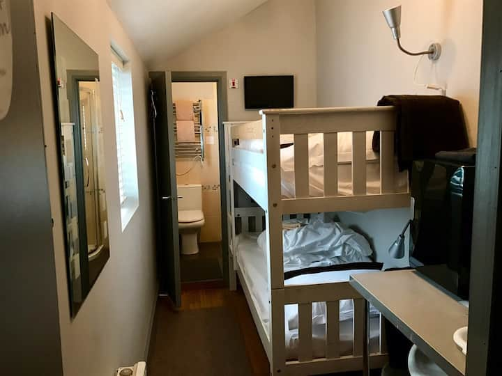 Twin-Ensuite-Small Bunk Room-Sleeps 2