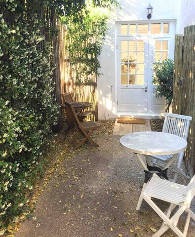 Beautiful garden cottage in Vredehoek