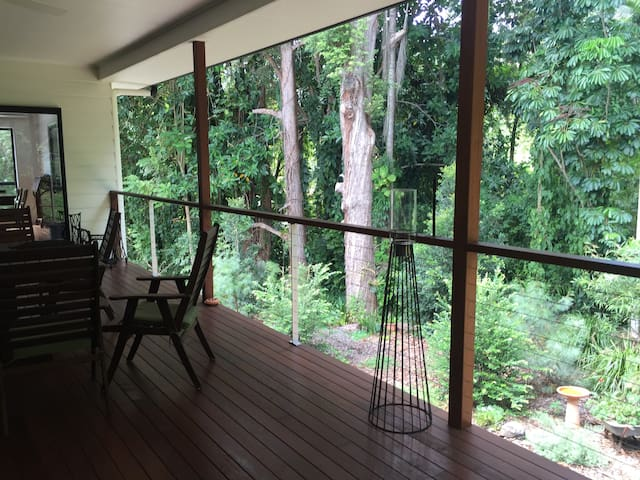 Relax among the trees - Palmwoods - House