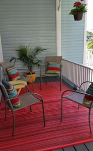Sunny Covered Porch Apartment - Vinalhaven