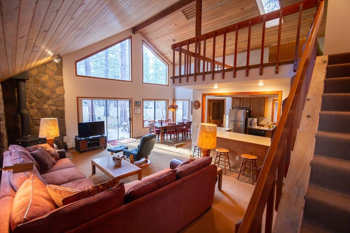 Serene Black Butte Ranch home: Shared pools & more