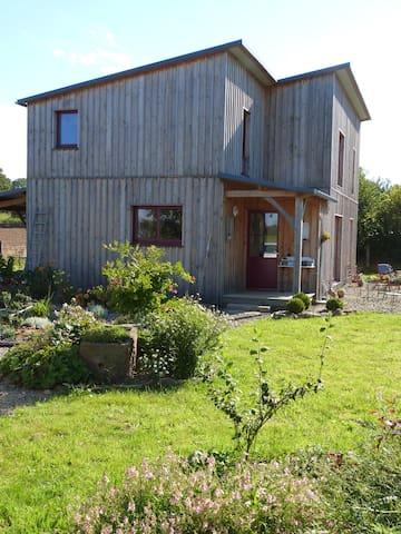maison en bois dans un jardin - La Godefroy - Hus