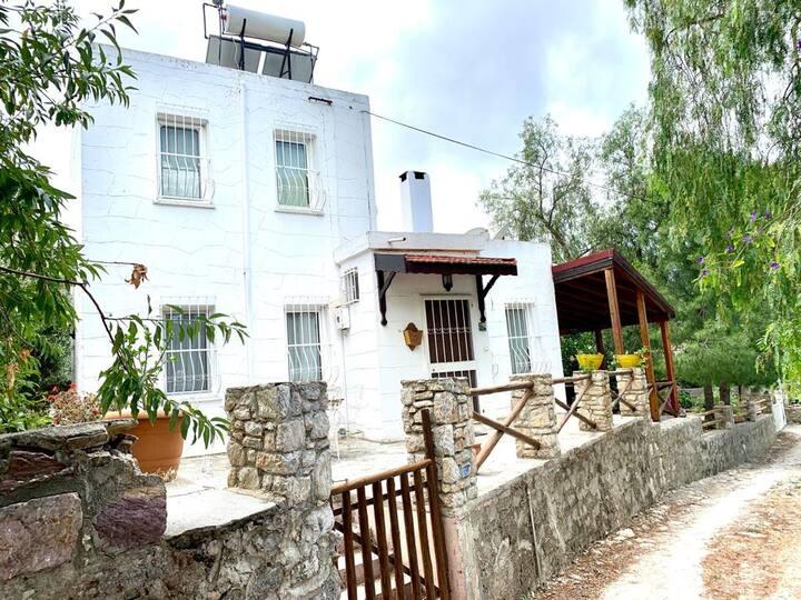 Eski Datça da Geniş Bahçeli Müstakil ''Rüya Ev''