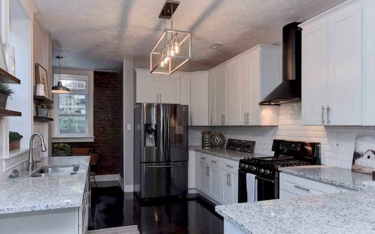 Newly Remodeled | Beautiful 2 Bedroom Suite!