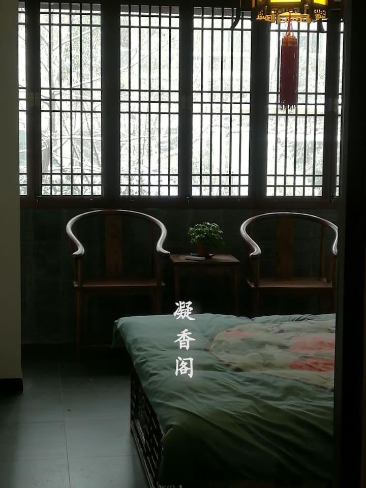 推开卧室花窗,会看见千年古秦淮河在窗下流淌!