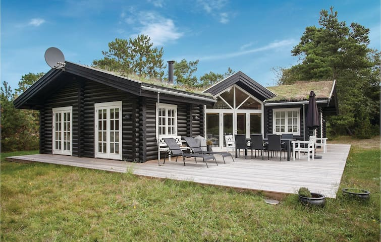 Holiday cottage with 4 bedrooms on 120m² in Højby