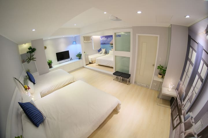 Central located and spacious, your lovely home in Taipei. 交通方便、大空間,是您們在台北甜蜜的家。