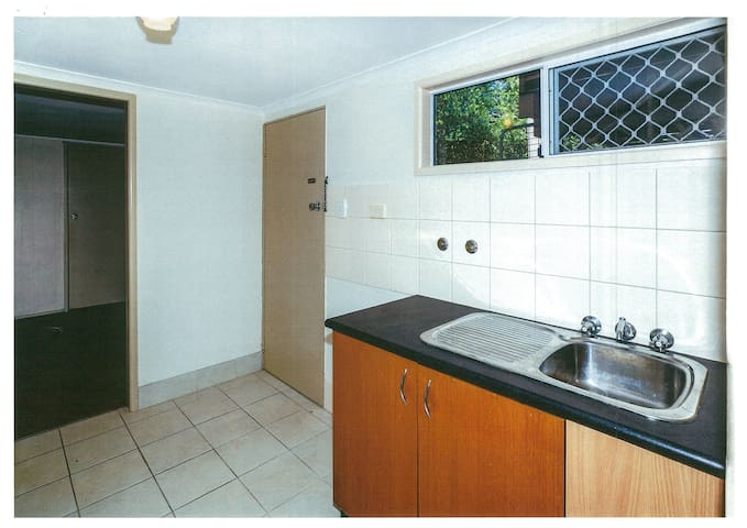 Redcliffe Short Stay Unit Pet Friendly - Redcliffe - Apartment