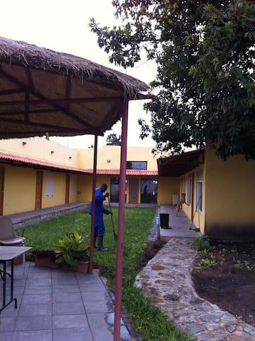 Quartos cidade Huambo-Rooms Huambo - Huambo - Penzion (B&B)