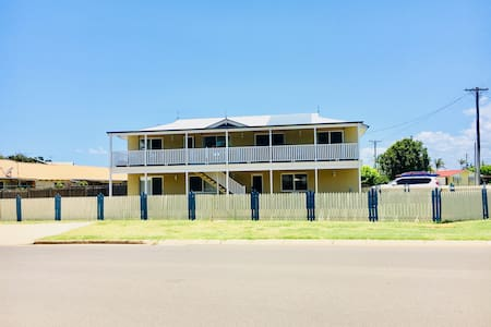 Large House close to Kellys Beach - Pet Friendly