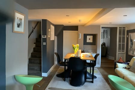 Beautiful Loft Room with Ensuite: Central Location