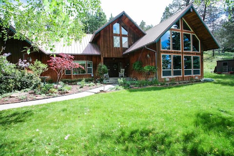 Large MOUNTAIN  RETREAT -  Spacious and Secluded