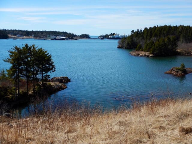 Ocean Front Cozy Cottage mins fr Grand Manan Ferry