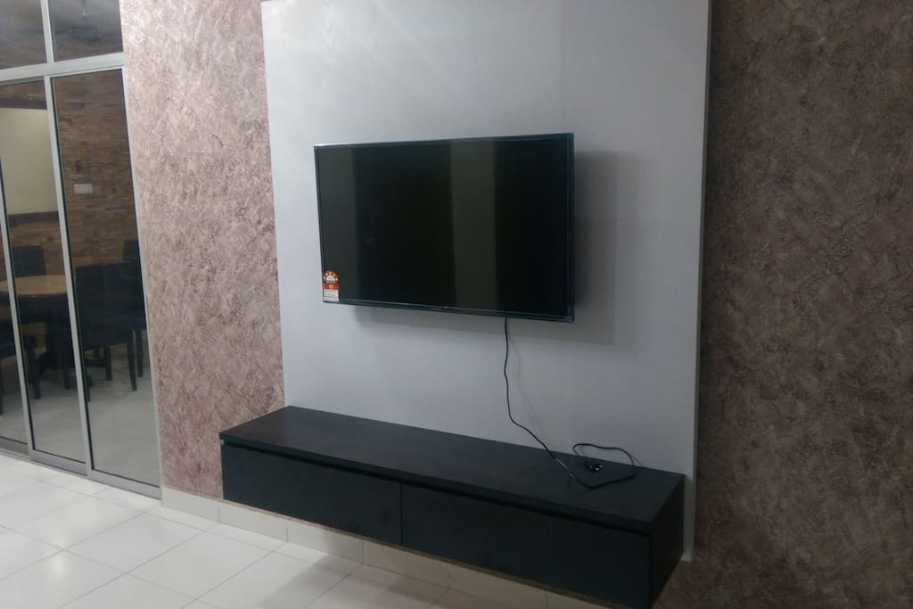 """43"""" TV with HyppTV and Astro"""
