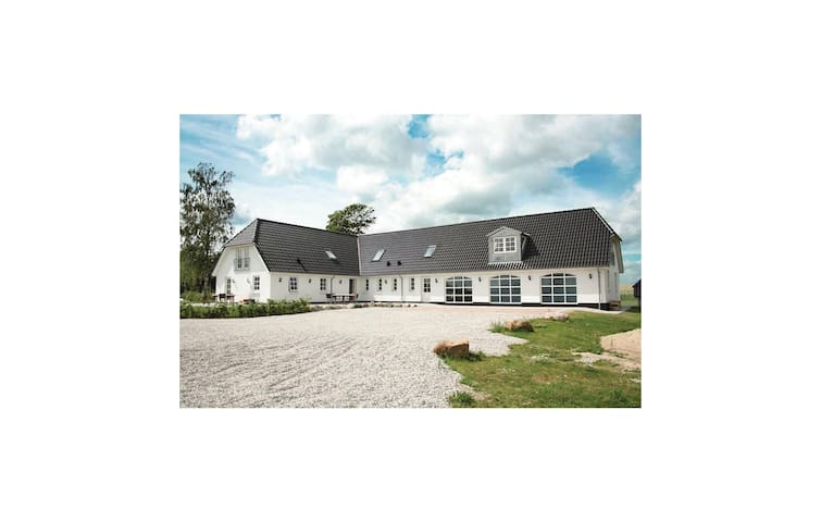 Holiday cottage with 8 bedrooms on 500 m² in Allingåbro