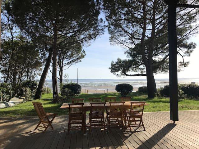 Grande villa familiale, accès direct sur la plage
