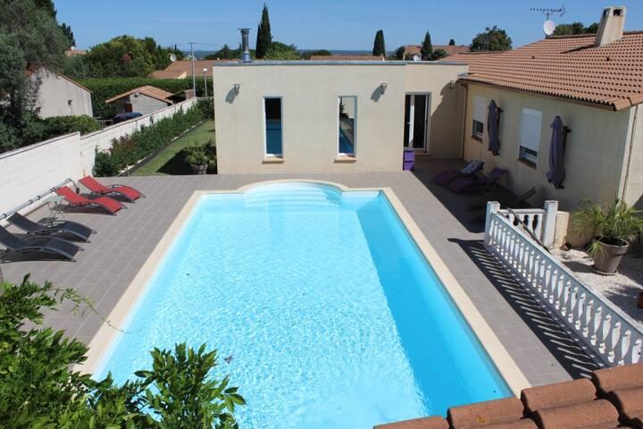 Villa et piscine sur terrain arboré - Beauvoisin - Villa