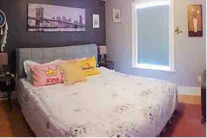 Oshawa central kingsize bed