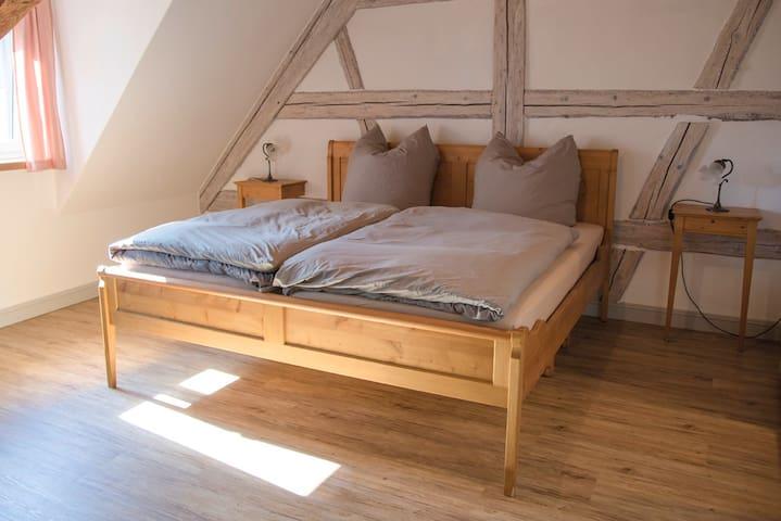 Schönes Zimmer in neu renovierter Ferienwohnung