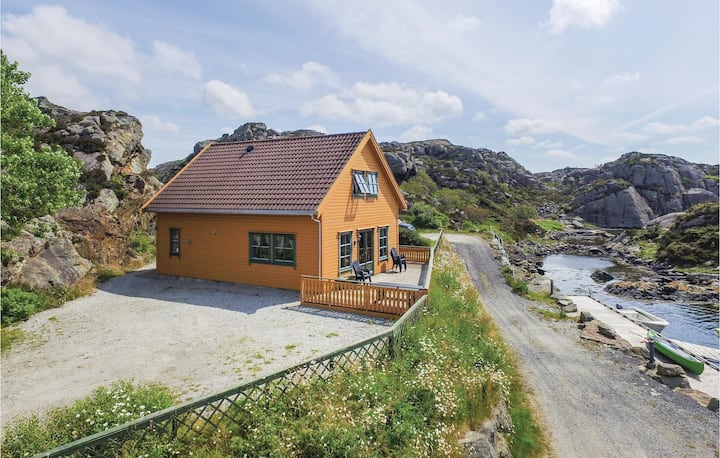 Awesome home in Kvalavåg with Sauna and 4 Bedrooms