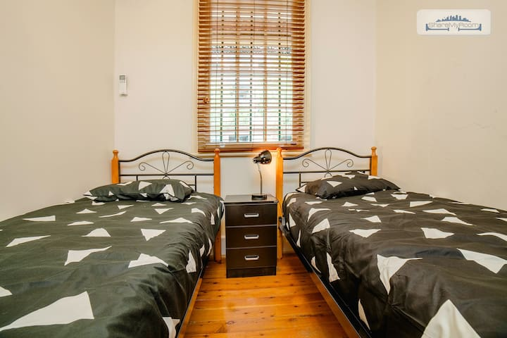 BEAUTIFUL HOUSE - 1 TWIN SHARE ROOM AVAILABLE