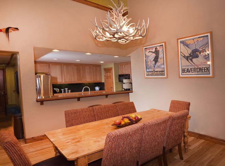 Dining Room,Indoors,Room,Lamp,Dining Table