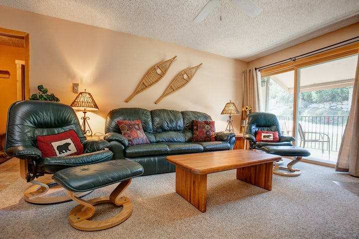 Welcoming ski-in/ski-out home w/ gas fireplace near ski activities and trails!