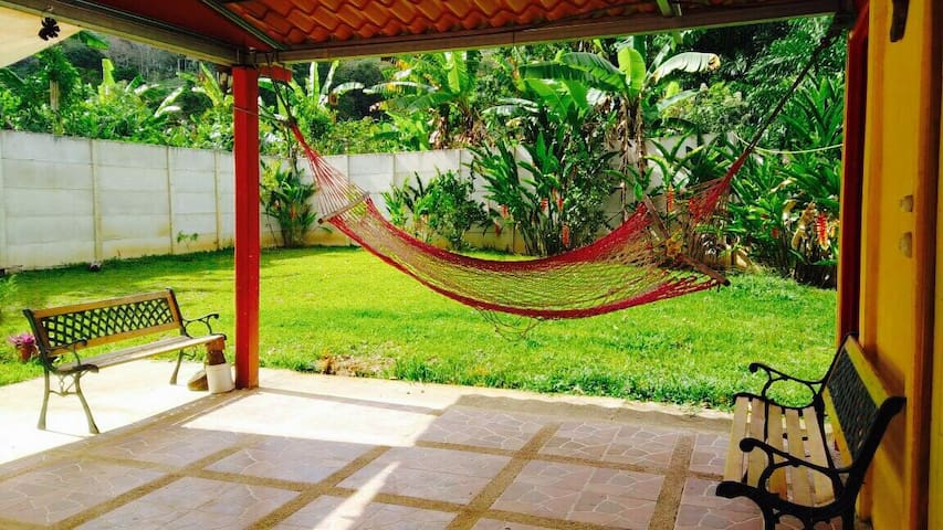 Private house in the middle of the Pejibaye valley - Provincia de Cartago - Bed & Breakfast