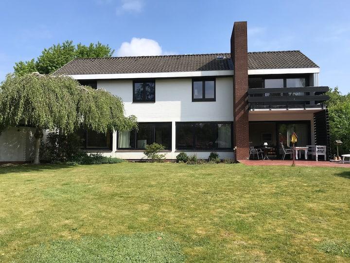 Charmantes 70er Jahre Haus mit großem Garten