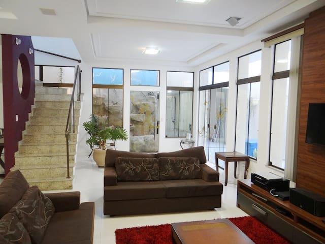 Maravilhosa casa no centro, preços especiais 40% - Foz do Iguaçu - Casa
