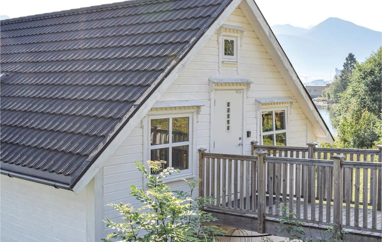 Holiday apartment with 2 bedrooms on 50m² in Vestnes