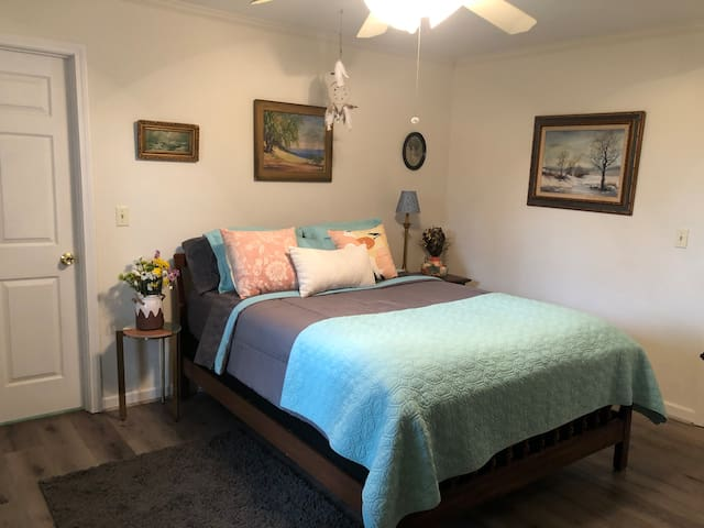 Room for everyone in the colorful second bedroom.  Get a great night sleep under the dreamcatcher with luxurious pillow top queen bed and high quality linens.  Enjoy the refreshing breeze of ceiling fan