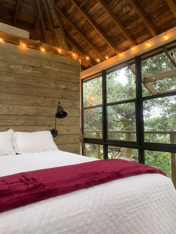 TreeHouse in the Cloud, (Close  toTheme Parks