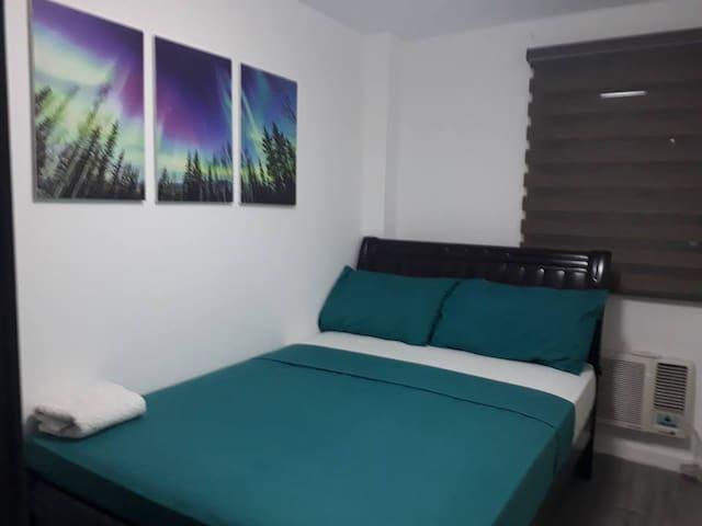 Cozy Two-Bedroom @ the ADB Avenue Tower w/ Wifi