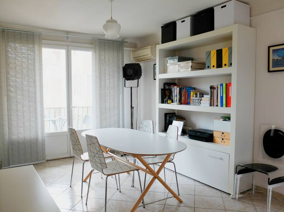 appartement lumineux et pratique proche cv appartements louer aix en provence provence. Black Bedroom Furniture Sets. Home Design Ideas