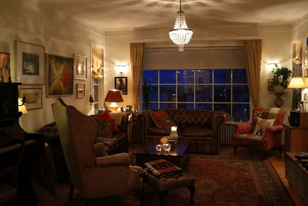 Living room with piano, art and curiotisies