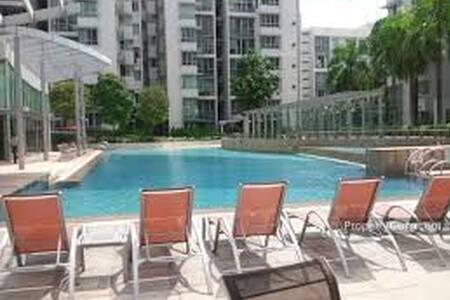 Spacious Modern Condominium Apartment in the City - Condominium