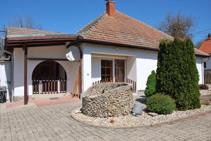 """Guest House Kisberény """"Earth House"""""""