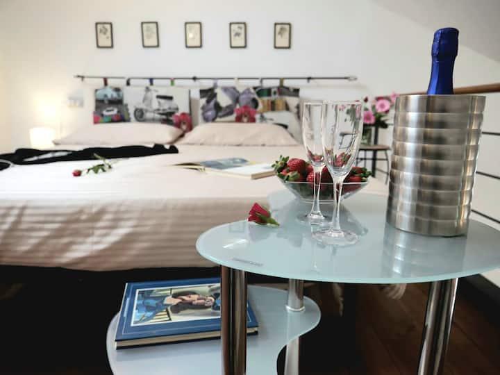 """""""The Iris Flower"""", apartment in Corso Italia"""