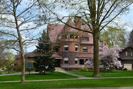 Chateau la Motte - Joubert Honeymoon Suite