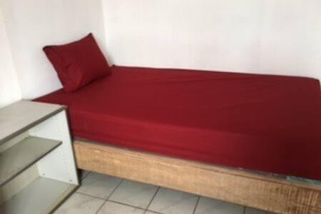 Guesthouse for single at Pesanggrahan - Pesanggrahan - Dom