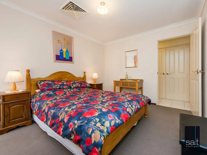 Queens size Bedroom in Applecross
