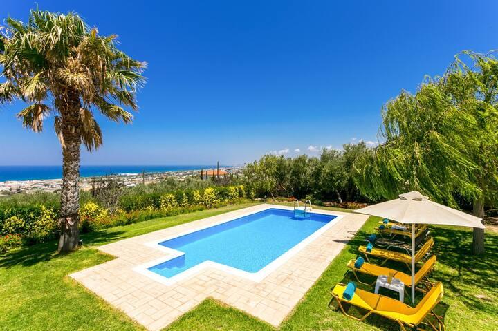 Modern villa,stunning view,pool,BBQ,2km from town!