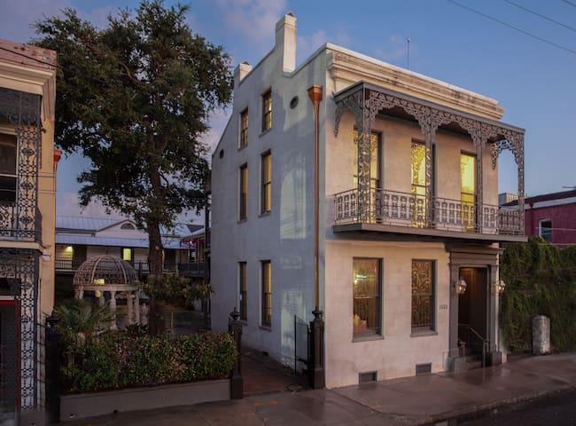 Mansion at Margaret Place - Downriver Room