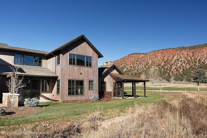Luxury and Peaceful retreat 40 miles from Aspen