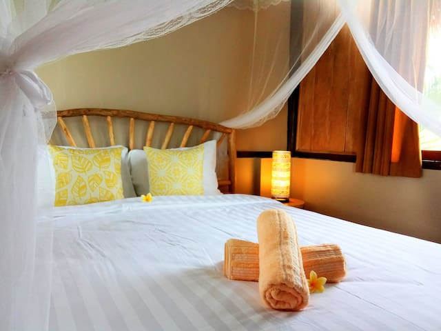 2 bedroom suite with wifi, aircon & nice breakfast